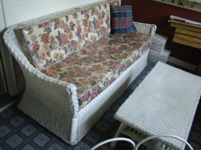 WICKER SOFA & TABLE