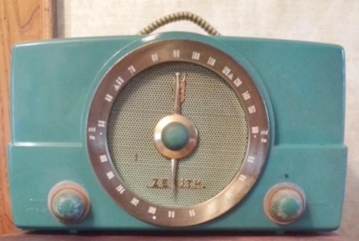 Zenith tube radio. Works.