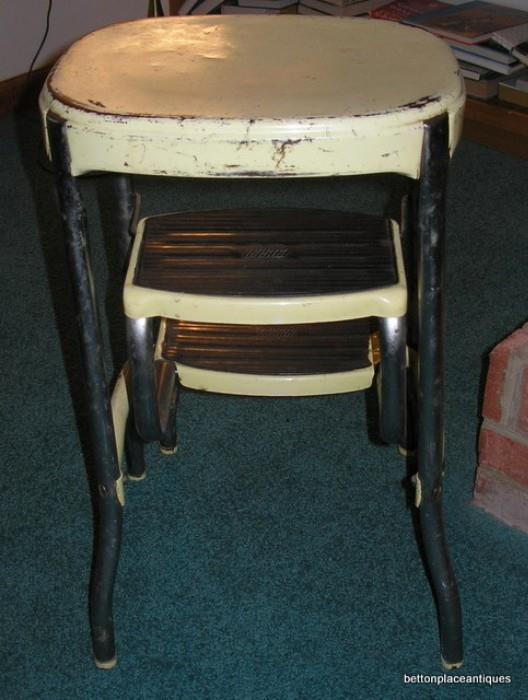 Vintage Metal Step stool .......cash only