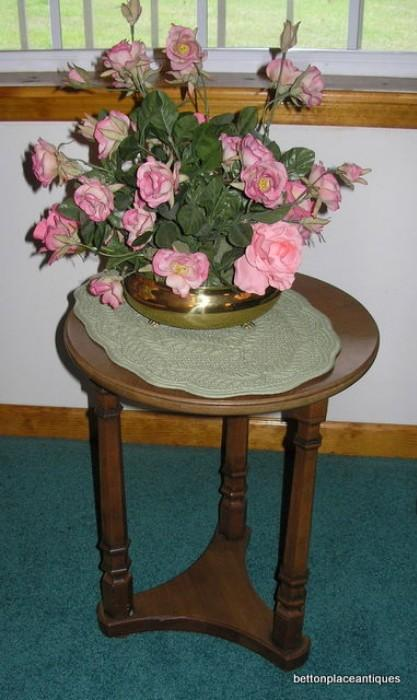 Small endtable with flowers