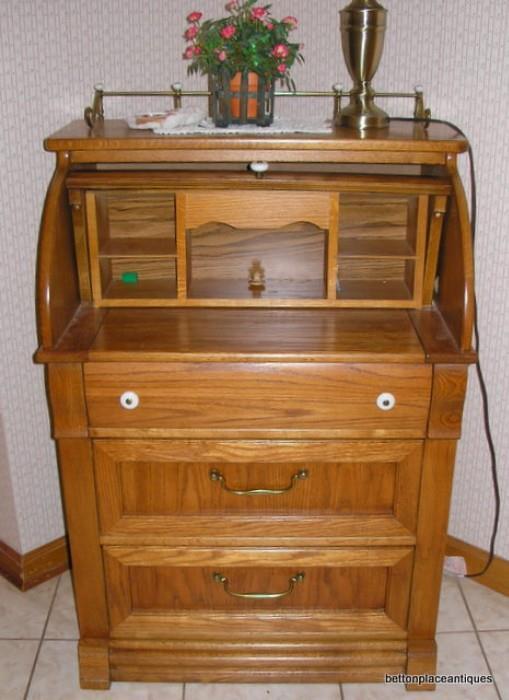 Oak Desk.......cash only