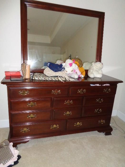 nice dresser w/mirror