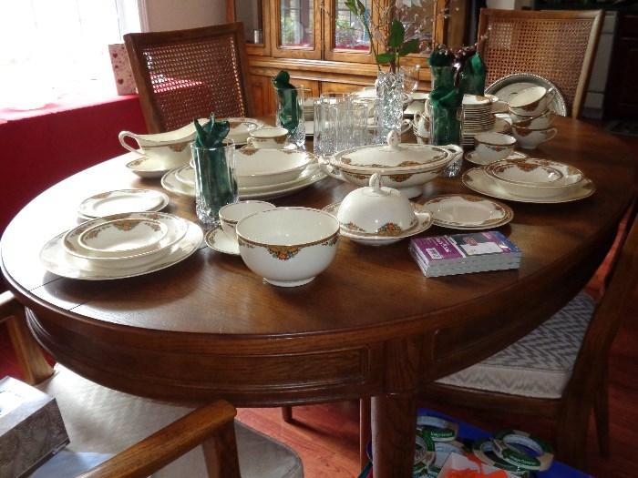 Henredon table w/6 chairs