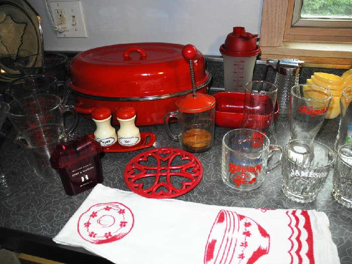 Red theme going on here in the kitchen!