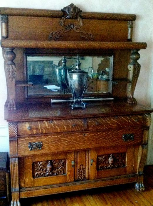 Highly figured and carved quarter sawn oak sideboard cupboard with beveled glass mirror, excellent condition for period