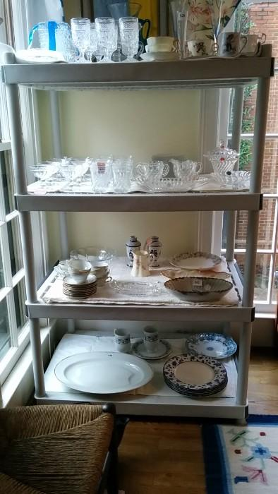 A nice collection of teacups/saucers, complete set of 1950's glassware + other randomness.