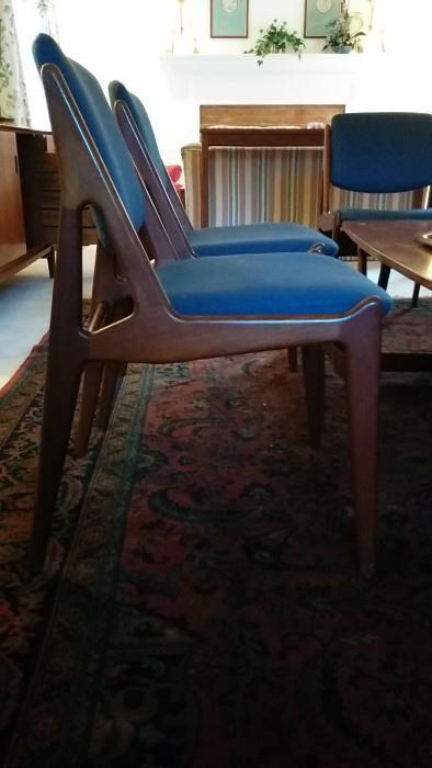 """Side view of Arne Vodder """"Tilt-Back"""" dining chair"""