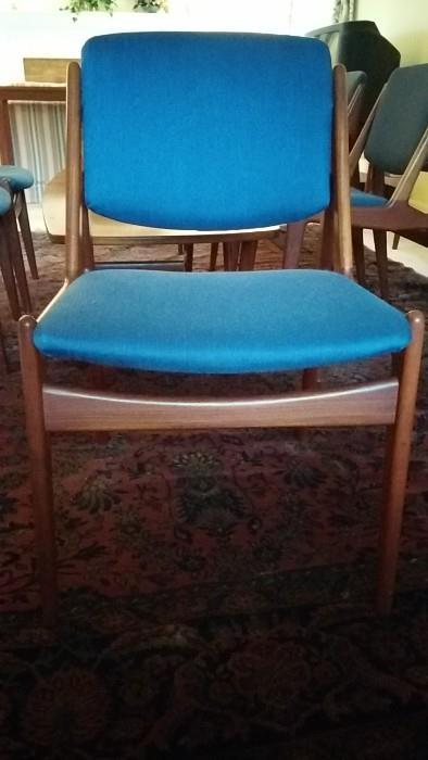 """Front view of Arne Vodder """"Tilt-Back"""" dining chair"""