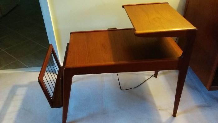 Side view of super hot Mid-Century Teak Danish End Table, by Arne Vodder, with detachable magazine rack. Excellent estate condition - rare!