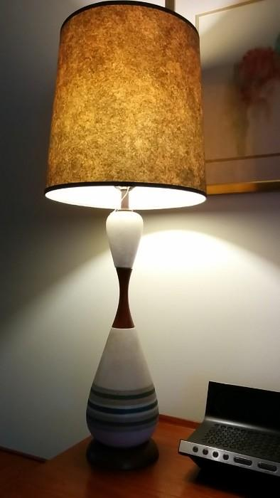 Here's a better view of the neato bowling pin lamp.