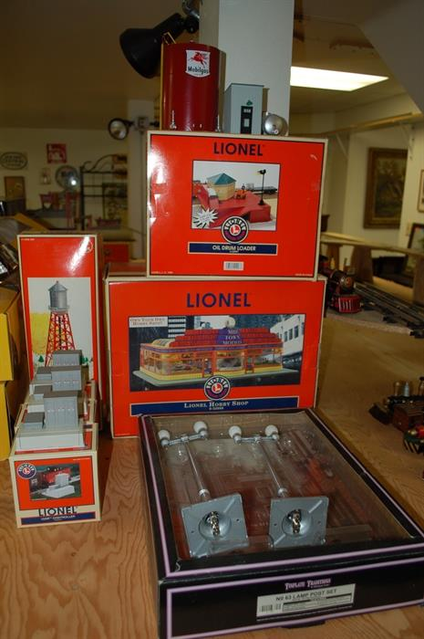 Lionel Hobby Shop 500 6-32998 Boxed // Three Lionel 1531 R Controllers 6-14111 Boxed // Tinplate Standard Gauge No. 63 Lamp Post Set No. 10-1108 Aluminum Boxed
