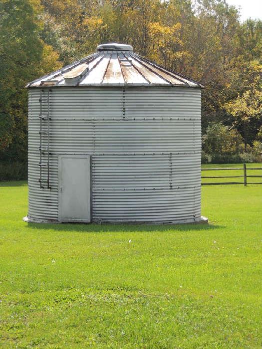 Long Manufacturing galvanized grain bin