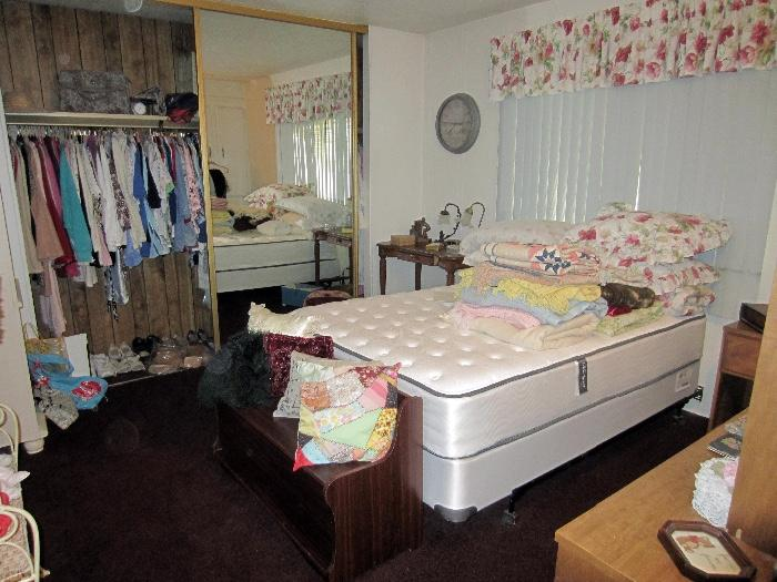 near new full size bed set