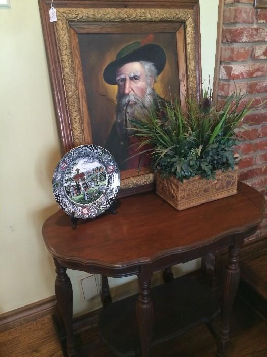 Framed art, side table, & other decorative pieces
