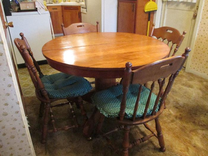 Solid Wood Round Table.  It Has Two Leaves To Make It Oval and 5 Chairs