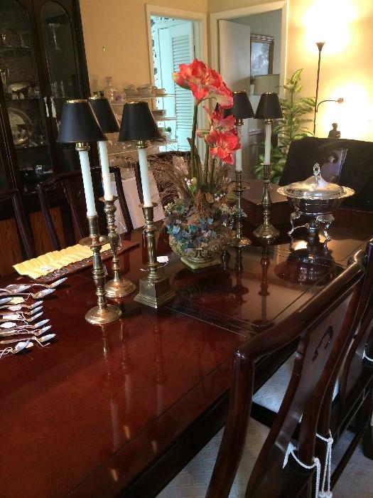 Exceptional Henredon dining table with 8 chairs with matching china cabinet