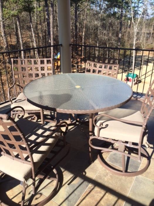nice table and chairs metal lattice work