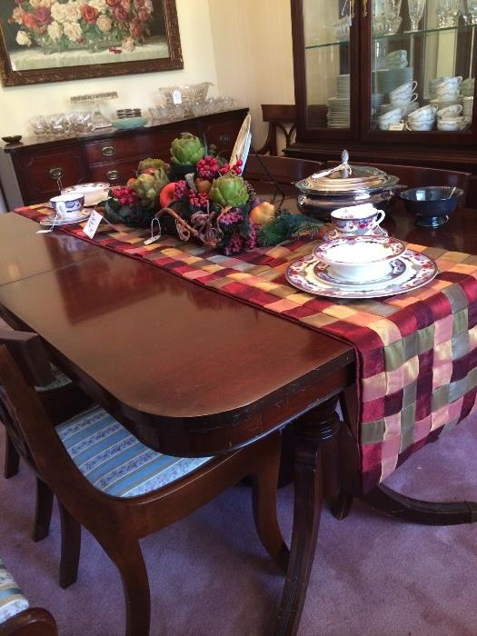 Duncan Phyfe table & 6 chairs
