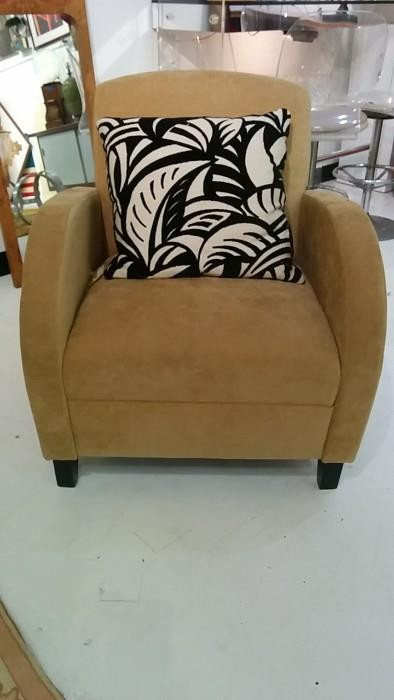 Jolly good, ol' chap, you found another Paoli club chair, for the residential market, no less.