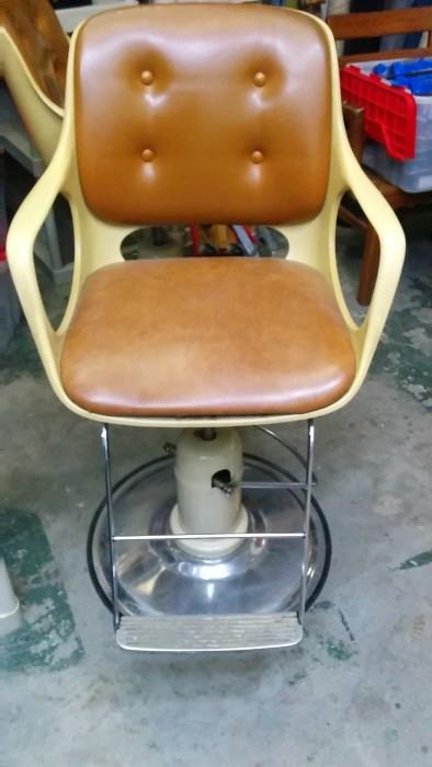 OK, when's the last time you got yur haar did in a 1960's Koken/Chromcraft chair for women? Things are always better in pairs and yes, there is a pair of these beauties available!