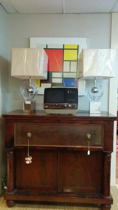 American Empire Desk/Bar, with pair of good ($$) lamps from Palm Beach, a vintage 1974 RCA TV/Clock Radio and a framed Calder print.