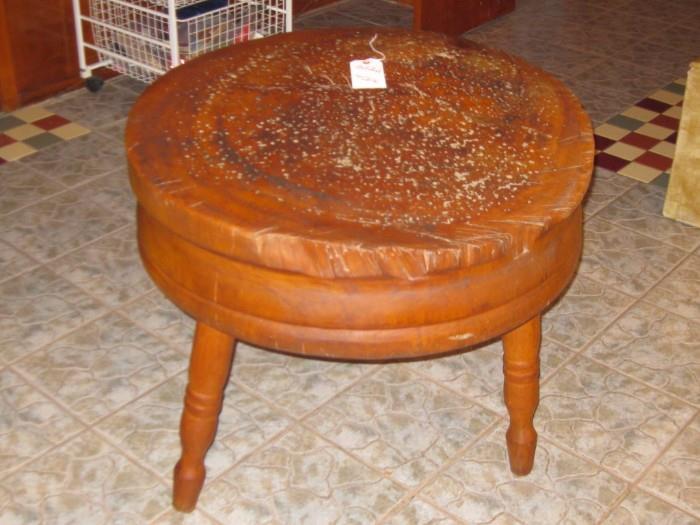 ANTIQUE SOLID LOG BUTCHER'S TABLE
