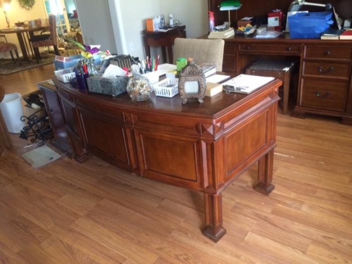 very nice over sized desk