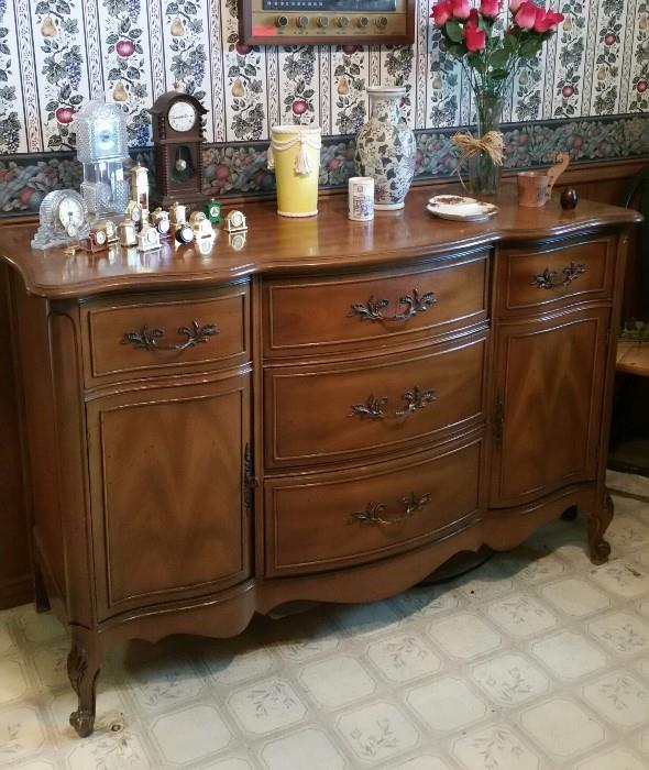 Beautiful Buffet with Serpantine front