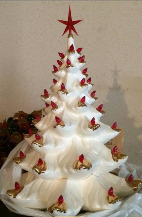 The J&S FAMOUS CERAMIC CHRISTMAS TREE !!!!!