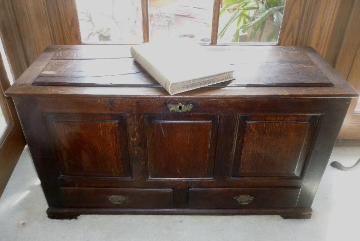 English Oak trunk, 18th century.