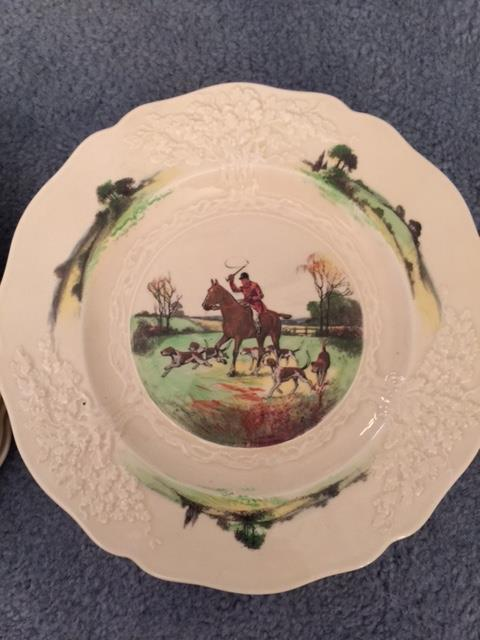 ROYAL DOULTON FOX HUNT PLATE... 11 TOTAL.