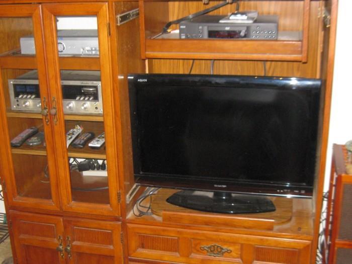 ENTERTAIMENT CENTER & FLAT SCREEN TV