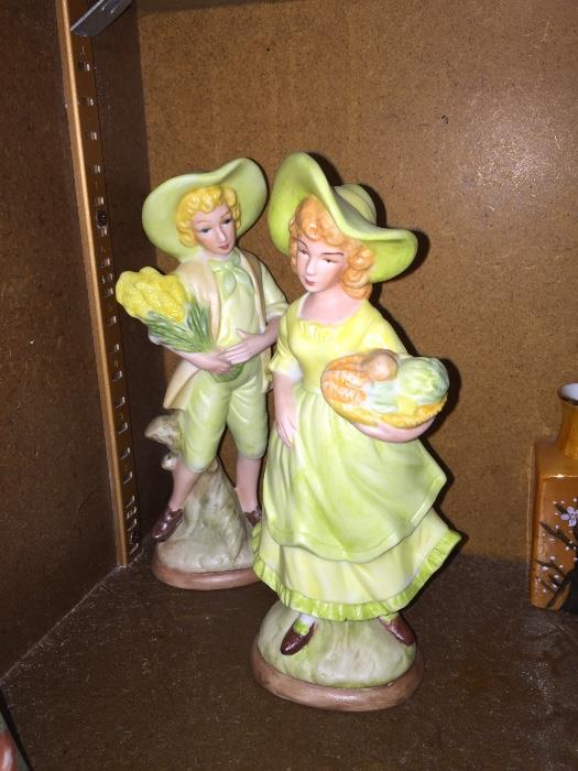 PAIR OF VINTAGE FIGURINES