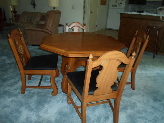 game table w/4 chairs (new owner may buy this)