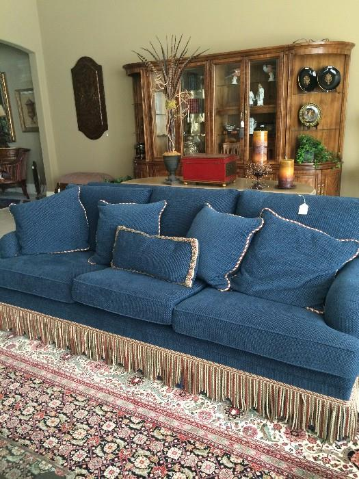 Outstanding blue sofa & 5 comfortable pillows
