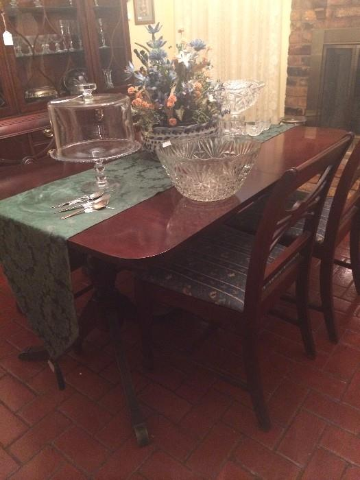 Duncan Phyfe dining table & 6 chairs