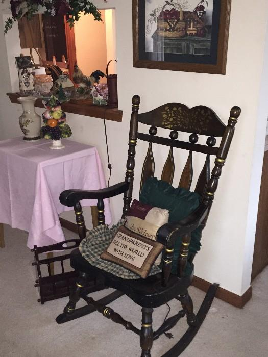 WOODEN COUNTRY STYLE ROCKER CHAIR