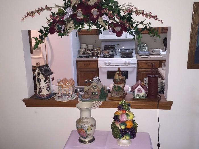 PORCELAIN HOUSE / HOME COLLECTABLES