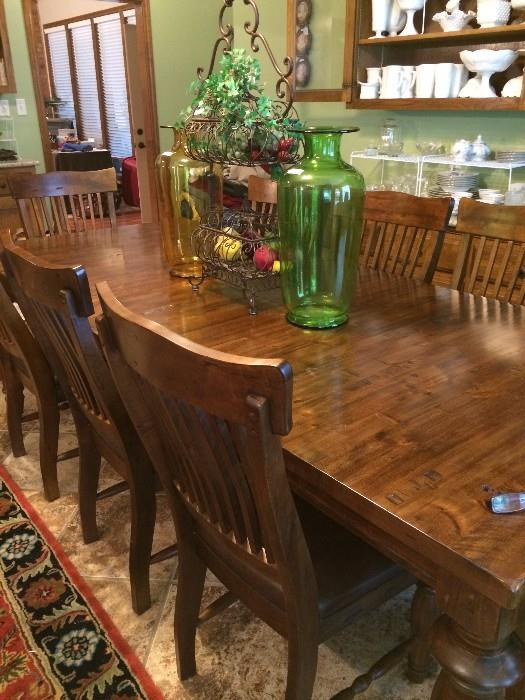 Extra sturdy breakfast table with 8 chairs