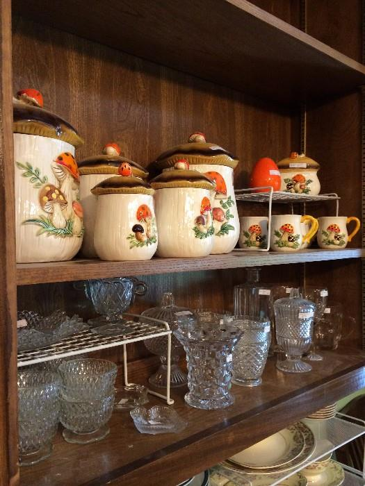 Vintage mushrooms canister set with extra pieces