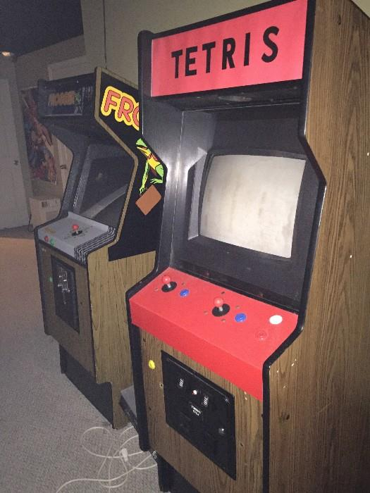 TETRIS AND FROGGER ARCADE GAMES ( NOT IN WORKING CONDITION ) NEED REPAIR (SOLD AS IS)