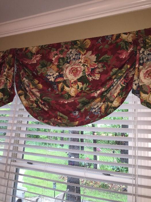 COUNTRY STYLE FLOWER CURTAINS