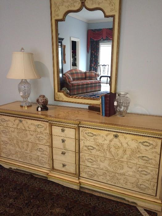 Heritage dresser with matching king bed & nightstands