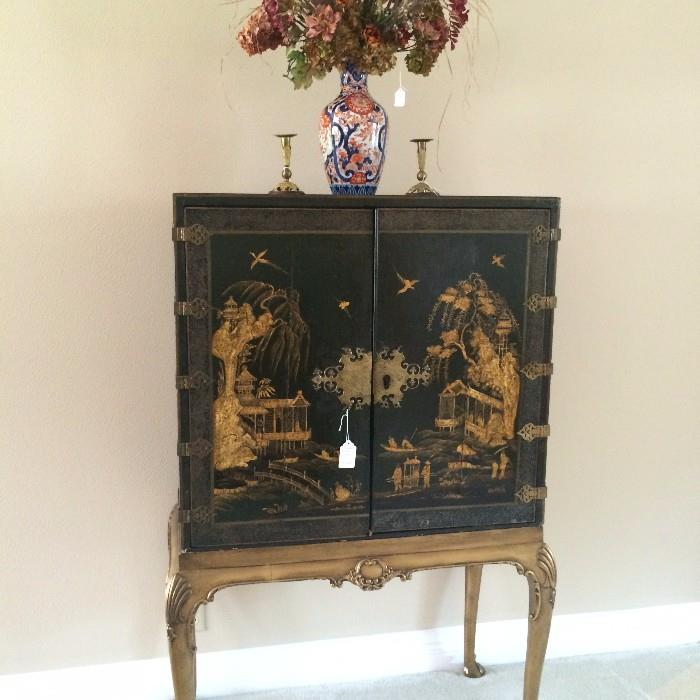 Classic elegance - Asian black-lacquered storage cabinet