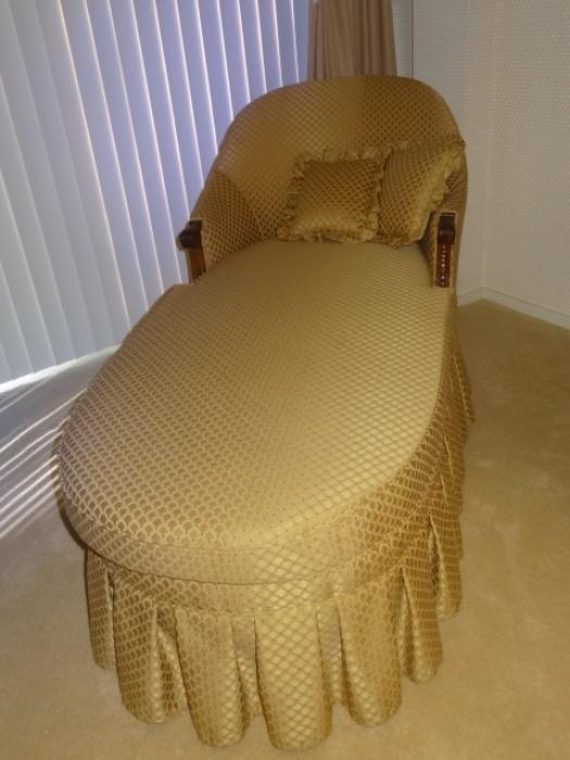 """Pretty Chaise Lounge measures 70"""" Long & 30"""" W"""