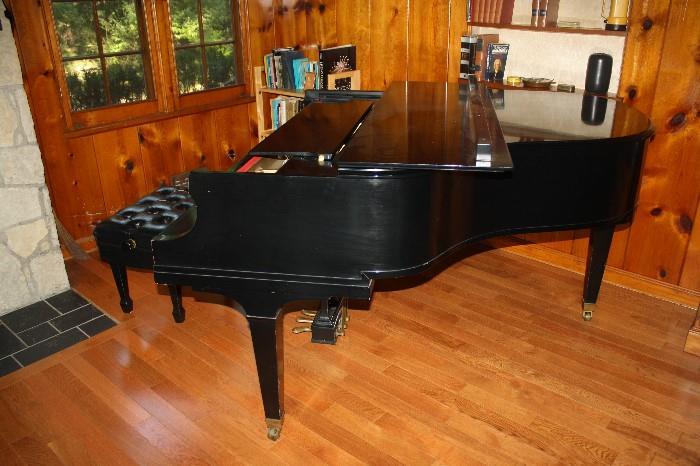 BALDWIN BLACK BABY GRAND PIANO