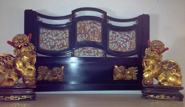 Fabulous large and well carved gilt foo dogs and heavy lacquered screen