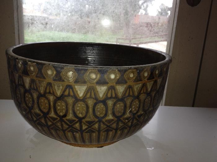 Mid century modern pottery