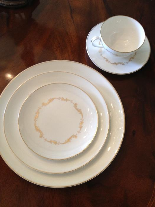 Royal Doulton set of 24, 5 piece place settings   This is a steal!