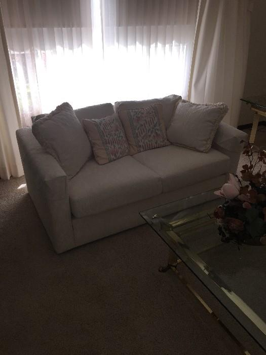 DREXEL LOVESEAT ( GREAT CONDITION)